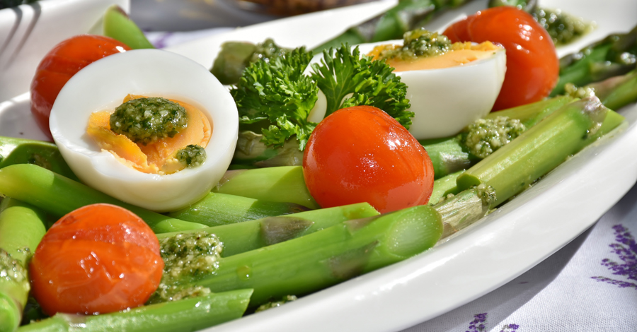 vegetables and boiled egg